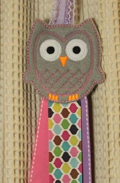 One machine embroidered Owl felt stitchies barrette or hair clips keeper and holder. This organizer allows you to snap or clip all your favorite hair clips to the ribbon for a neat display!