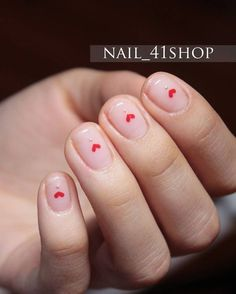 The advantage of the gel is that it allows you to enjoy your French manicure for a long time. There are four different ways to make a French manicure on gel nails. Korean Nail Art, Korean Nails, Heart Nail Art, Heart Nails, Cute Nails, Pretty Nails, Diy Nails, Heart Nail Designs, Manicure