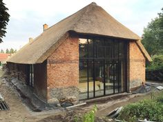 country style houses by Arend Groenewegen Architect BNA Style At Home, Rural House, Barn Living, Farmhouse Remodel, Thatched Roof, Old Farm Houses, Little Houses, Historic Homes, Home Fashion