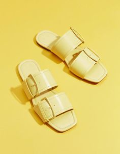 Discover this and many more items in Bershka with new products every week Slipper Sandals, Shoes Sandals, Designer Shoes On Sale, Shoes Editorial, Handmade Leather Shoes, Spring Shoes, Shoe Collection, New Shoes, Cute Shoes