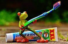 Pasta de dentes não é só para lavar dentes não! Ela conta com uma infinidade de usos, veja lá no site ;) #casa #hacks #truques #limpeza #pastadentes