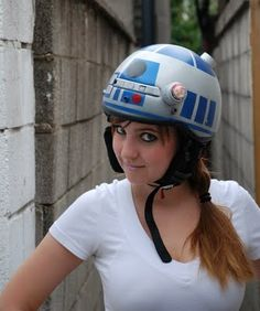 R2D2 helmet... I've been looking for away to make an R2D2 costume for my son... this might be it!