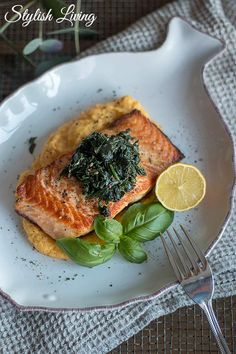 Salmon on parsnip and carrot purée and leaf spinach- Lachs auf Pastinaken-Karotten-Püree und Blattspinat Low Carb can be as delicious as this dish … - Healthy Salmon Recipes, Healthy Appetizers, Seafood Recipes, Low Carb Recipes, Beef Recipes, Snack Recipes, Cooking Recipes, Janta Low Carb, Spinach Leaves