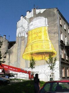 à Cracovie. Graffitis géants de BLU
