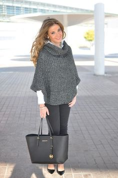 Capa + Tricot Looks comfortable and cute :) Casual Fall Outfits, Casual Wear, Winter Outfits, Girl Fashion, Fashion Outfits, Womens Fashion, Crochet Woman, Classy Women, Pullover