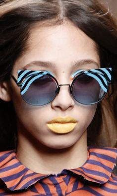 1aaefabc12fda Fall 2016 Ready-to-Wear Fendi Fendi Sunglasses 2017