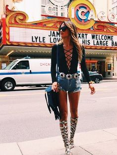 """This outfit is too much for me, but I kind of love the top. For my """"sexy"""" fix. Country Outfits, Casual Outfits, Summer Outfits, Cute Outfits, Country Fashion, Festival Looks, Festival Style, Music Festival Outfits, Festival Fashion"""
