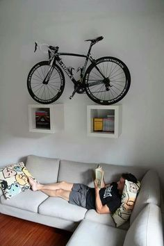 bike storage ideas and modern interior design Here is a collection of space-saving bike storage ideas that give sports enthusiasts great inspirations and help decorate their home interiors in a unique, sport-inspired, and creative style Hanging Bike Rack, Bike Hanger, Bicycle Wall Mount, Bike Mount, Bike Storage Apartment, Bike Storage Living Room, Velo Design, Bicycle Design, Range Velo
