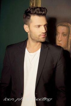 Alexander Skarsgard, Jamie Dornan, Singers, Art Drawings, Greek, Handsome, Celebrities, Hair Styles, Hair Plait Styles