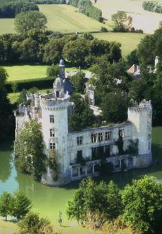 Château de la Mothe-Chandeniers, is a castle at the town of Les Trois-Moutiers…