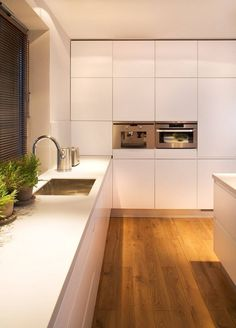 Kuchnia : Cozinhas modernas por Pracownie Wnętrz Kodo