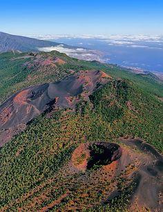 Saul Santos Diaz - photographer - Vista aerea, volcanes de Cumbre Vieja, Isla de La Palma, Canarias. Spain