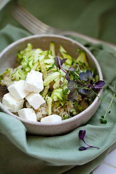 Raw Zucchini Quinoa Salad with Microgreens + Goat Feta // gourmandeinthekitchen Zucchini Quinoa, Quinoa Salad, Recipe Zucchini, Feta Salad, Healthy Soup, Healthy Eating, Healthy Recipes, Grilled Corn Salad, Food Porn