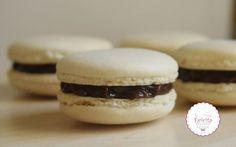 Γνήσια, παραδοσιακά macarons κατευθείαν απο τη Γαλλία-evicita.gr Biscuit Cookies, Macaroons, Hamburger, Biscuits, Sweets, Bread, Dishes, Desserts, Recipes