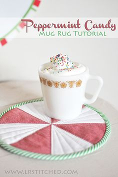 Mug Rug Tutorials- adorable candy swirl mug rug. Would be cute with pink and white too! Christmas Mug Rugs, Christmas Craft Fair, Christmas Sewing, Christmas Projects, Holiday Crafts, Table Topper Patterns, Mug Rug Patterns, Table Toppers, Goodbye Message