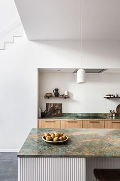 Avenue Design Studio, a two-woman interior design firm in the Hague, introduced fluted paneling in the kitchen of their Rotterdam Terrace project & Design Studio, Küchen Design, Patio Design, Design Trends, Vintage Leather Sofa, Country Look, Rotterdam, Architectural Columns, Natural Stone Countertops