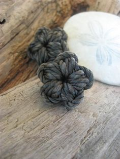 Sweet Sailor's Star Button knot.  So inspired!