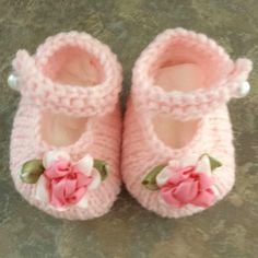 Baby JanesThis knit pattern is available as a free download... Download Pattern: Baby Janes