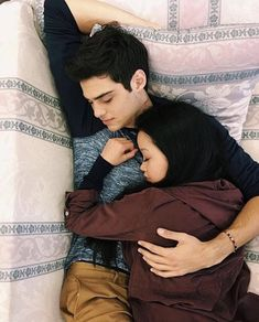 Lara Jean and Peter kavinsky. to all the boys I've loved before. this was the wallpaper Lara Jean had on her phone :') lana condor noah centineo Lara Jean, Image Couple, Photo Couple, Cute Couples Goals, Couple Goals, Peter K, Jean Peters, Fangirl, Jenny Han
