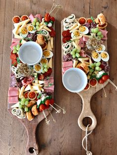 Plank full of tasty snacks from Happig Unique snacks Charcuterie Recipes, Charcuterie And Cheese Board, Cheese Boards, Yummy Snacks, Yummy Food, Party Food Platters, Snacks Für Party, Food Presentation, Food Inspiration