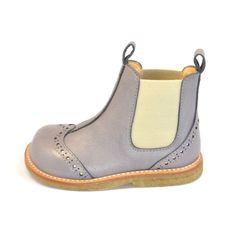These boots are adorable! Now I just need someone who can speak Danish to help me buy them.....