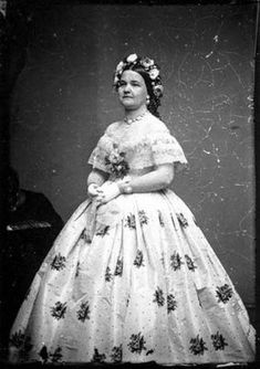 I love Mary Lincoln's accessories... especially the jewelry, flowers and hair piece!