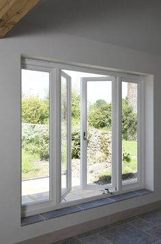Beautiful, modern and traditional windows - Flush casement timber windows, all made to measure using engineered timber and top performance double glazing. Front Window Design, Wooden Window Design, House Window Design, Window Grill Design, House Design, Garden Design, House Windows, Windows And Doors, Buy Windows
