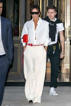 Victoria Beckham looks chic in a white blouse as she and son Brooklyn continue Paris takeover Mode Victoria Beckham, Victoria Beckham Outfits, Look Fashion, Trendy Fashion, Classy Outfits, Casual Outfits, Mode Outfits, Fashion Outfits, Business Outfit Frau