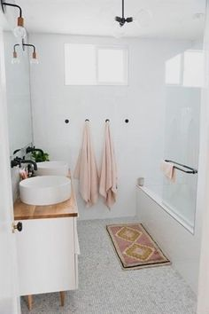 PINS : @annieearnshaw13 #RusticBathroomDecor