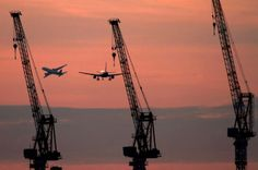 Tower Crane 伊丹空港 飛行機写真館 A320とタワークレーン