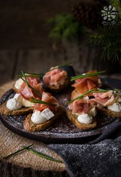 Bruschettas with ricotta mousse and prosciutto #foodphotography #foodstyling #bruschetta