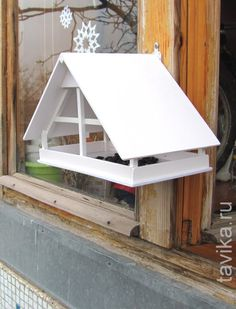 Новая кормушка для птиц :: Это интересно! Garden Bird Feeders, Diy Bird Feeder, Bird House Feeder, Butterfly Feeder, Butterfly House, Bird Tables, Bird Feeder Plans, Squirrel Feeder, Bird Boxes