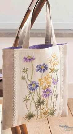 Victoria - Handmade Creations: Embroidered Bags for Summer Outings Source by Embroidery Bags, Crewel Embroidery, Patchwork Bags, Fabric Bags, Handmade Bags, Handmade Handbags, Cross Stitching, Bag Making, Purses And Bags