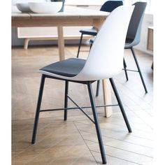 Simpel og elegant stol til spisebordet Global Design, Seat Pads, Whistler, Your Space, Interior Styling, Dining Chairs, The Incredibles, Rustic, Metal