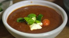 Lisas tomatsuppe (Foto: Fra TV-serien Niklas' mat/SVT) Thai Red Curry, Chili, Lisa, Baking, Ethnic Recipes, Soups, Food, Tv, Bread Making