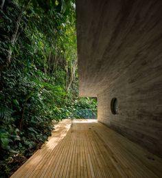 Rooftop infinity pool overlooks the Brazilian rainforest from Studio Jungle House Contemporary Architecture, Landscape Architecture, Architecture Design, Contemporary Design, Brazil Rainforest, Serpentine Pavilion, Brazil Houses, Studio Mk27, World Architecture Festival