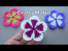 Learn to crochet easy flowers. I love the sensible colors of these flowers and their amazing, nearly hypnotic design. It's great project to decorate many things. Thread Crochet, Love Crochet, Easy Crochet, Crochet Doilies, Crochet Leaves, Crochet Motif Patterns, Paisley Pattern, Pattern Art, Crochet Flower Tutorial
