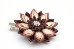 Marrón crema y beige Kanzashi flor pinza de pelo. por FlosMollis
