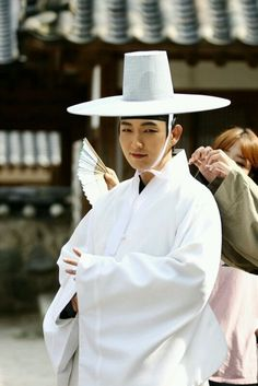 First Look at Lee Soo Hyuk Along with Hale and Heart Lee Jun Ki on the Set of Scholar Who Walks the Night | A Koala's Playground