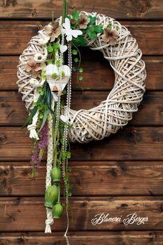 Российский Сервис Онлайн-Дневников in 2020 Diy Wreath, Grapevine Wreath, Burlap Wreath, Wreaths For Front Door, Door Wreaths, Christmas Bulbs, Christmas Decorations, Holiday Decor, Wooden Wreaths