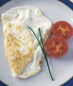 Enjoy a delicious egg white omelette for breakfast: low in fat and high in protein!