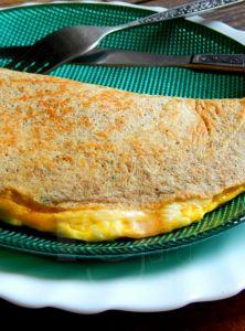 Milujem sladké palacinky, ale prišiel čas, keď som chcela zmenu apripravila som ich jedno ráno na slano! ;) Raňajky tak trocha na francúzsky spôsob? Môžete do vnútra pridať aj opečené šampiňóny, červenú papriku, cibuľku, akýkoľvek syr podľa chuti, čo len chcete. Ja som zvolila klasiku. Sú vynikajúce. :) Ethnic Recipes, Food, Diet, Essen, Meals, Yemek, Eten