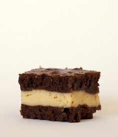 Rich brownies surround a sweet layer of cream cheese flavored with Irish Cream in these Irish Cream Brownies! - Bake or Break Easy No Bake Cheesecake, Chocolate Chip Cheesecake, Chocolate Desserts, Brownie Recipes, Cookie Recipes, Dessert Recipes, Bar Recipes, Cinnamon Roll Cookies, Sweet Bar