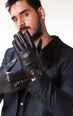 Hot guy with black leather gloves http://liamhubpages.hubpages.com/hub/Best-Mens-Leather-Gifts