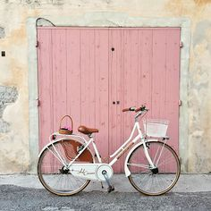 Pink door + pretty bike, photography, styling, Cambridge, cycle, bicycle