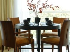Keep your home feeling warm and inviting as the temperature gets cool outside. Check out these simple ways to decorate using fall's rich, cozy colors to create a welcoming, relaxed look.