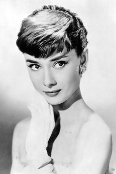 Audrey Hepburn (born 4 May 1929 – 20 January - actress, style icon and humanitarian. One of the world's most famous actresses of all time, remembered as a film and fashion icon of the twentieth century. Devoted much of her later life to UNICEF. Audrey Hepburn Born, Audrey Hepburn Photos, Classic Actresses, British Actresses, Timeless Beauty, Classic Beauty, Timeless Elegance, Grace Kelly, Classic Hollywood