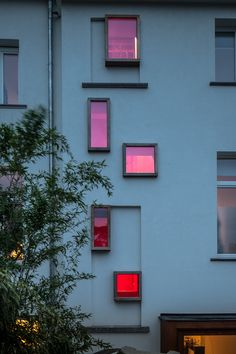 room on the roof: collective housing in brioolstraat by CAAN architecten - Fenster Colour Architecture, Facade Architecture, Amazing Architecture, Red Roof, Arched Windows, Facade Design, Color Of Life, Pretty In Pink, Gallery Wall