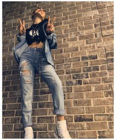 can we get some coffee? Millie Bobby Brown, Bobby Brown Stranger Things, Casual Outfits, Cute Outfits, Foto Casual, Brown Outfit, Brown Fashion, Bobbi Brown, Mom Jeans