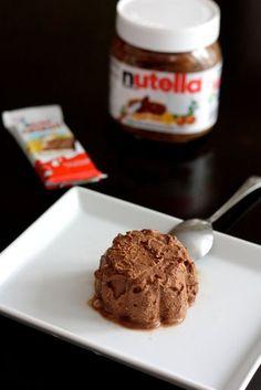 En souvenir de ma glace express au dulce de leche, je vous présente la version Nutella®, avec en plus de petits bouts de Kinder Country®, la barre chocolatée de mon enfance. De la gourmandise pure et dure! J'adore le Nutella®, le vrai, mais je n'en consomme pas tous les jours..